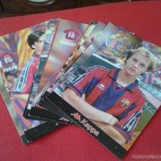 Coleccionismo deportivo: LOTE DE 18 LAMINAS DE CARTON FCB BARSA FUTBOL CLUB BARCELONA JUGADORES KAPPA COLECCION DIARIO SPORT . Lote 55560624