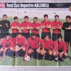 Coleccionismo deportivo: POSTER REAL CLUB DEPORTIVO MALLORCA 1969-70 REVISTA LA ACTUALIDAD - 66 X 52 CM.. Lote 55569655