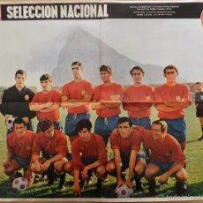Coleccionismo deportivo: POSTER GRANDE SELECCION ESPAÑA 69/70 ACTUALIDAD ESPAÑOLA ALINEACION 1969/1970. Lote 56169961