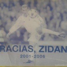 Coleccionismo deportivo: GRACIAS ZIDANE ***DESPLEGABLE **68 X 48 CM ** 2001-2006. Lote 57268136
