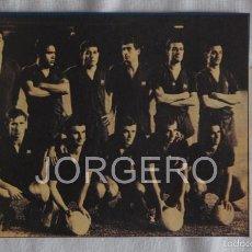 Coleccionismo deportivo: F.C. BARCELONA. ALINEACIÓN PARTIDO C.GENERALÍSIMO 1963-1964 EN CAMP NOU CONTRA EL ZARAGOZA. RECORTE. Lote 58110738