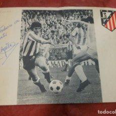 Coleccionismo deportivo: AÑOS 70 CARTEL DE FUTBOL DEL ATLETICO DE MADRID FIRMADO POR AGUILAR AUTOGRAFO. Lote 66105458