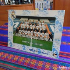 Coleccionismo deportivo: CARTEL CON MARCO Y AUTÓGRAFOS REAL MADRID TEMPORADA 2002 2003 02 03. PAPEL KODAK. 29X20 CMS.. Lote 214999263