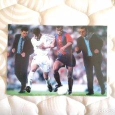 Coleccionismo deportivo: POSTER 1 PÁG PUBLICIDAD LIGA CANAL + MICHAEL ROBINSON: BARÇA Y REAL MADRID, RAÚL Y RIVALDO AÑOS 90. Lote 81860824