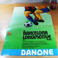 Coleccionismo deportivo: CARTEL POSTER FUTBOL RECOPA DE EUROPA, FC BARCELONA - FC LOKOMOTIVE 1982 DANONE 64 X 45 CM. Lote 86435436