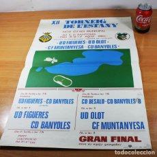 Coleccionismo deportivo: CARTEL POSTER FUTBOL XII TORNEIG DE L'ESTANY. FIGUERES OLOT MUNTANYESA Y BANYOLES 1980 64 X 43 CM. Lote 86437100