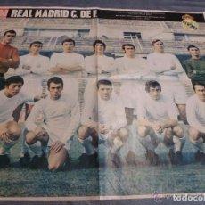 Coleccionismo deportivo: GRAN POSTER REAL MADRID (51 X 67CM). LA ACTUALIDAD ESPAÑOLA 1970. FOTO REVERSO.. Lote 87010160