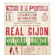 Coleccionismo deportivo: CARTEL PARTIDO DE FUTBOL REAL GIJÓN - CULTURAL LEONESA. ESTADIO DE LA PUENTECILLA LEÓN AÑO 1961. Lote 89176072