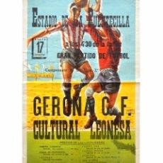 Coleccionismo deportivo: CARTEL PARTIDO DE FUTBOL GERONA CF. - CULTURAL LEONESA. ESTADIO DE LA PUENTECILLA LEÓN AÑOS 50. Lote 89182576