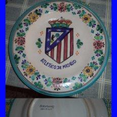 Coleccionismo deportivo: GRAN PLATO ESCUDO DEL ATLÉTICO MADRID FUTBOL CERÁMICA DE TOLEDO MIDE 28 CM. DE DIÁMETRO . Lote 94127870