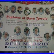 Coleccionismo deportivo: POSTER DIPLOMA REAL MADRID FUTBOL 96/97 CON LAS FIRMAS MIDE 45/32 CM. . Lote 95229643