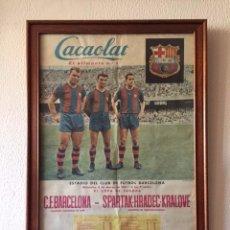 Coleccionismo deportivo: CARTEL ENMARCADO – POSTER CACAOLAT F. C. BARCELONA-COPA EUROPA 1961(KUBALA, KOCSIS, SUAREZ). Lote 97711891