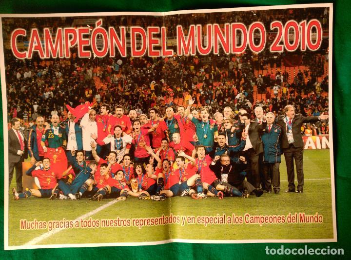 POSTER DE LA SELECCION ESPAÑOLA DE FUTBOL - CAMPEON DEL MUNDO 2010 - 30 X 42 CENT. - EXCLUSIVO AEAF (Coleccionismo Deportivo - Carteles de Fútbol)