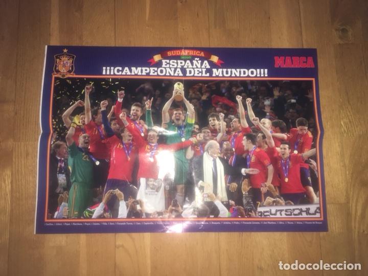 PÓSTER SELECCIÓN ESPAÑOLA CAMPEÓN MUNDO MUNDIAL MARCA ESPAÑA DETERIORADO (Coleccionismo Deportivo - Carteles de Fútbol)