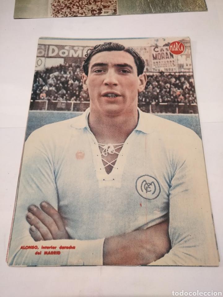 Coleccionismo deportivo: LOTE DE 12 POSTERS DE FUTBOL MARCA TEMPORADA 1942 - 1943. REAL MADRID / VALENCIA / DEPORTIVO - Foto 3 - 109284810
