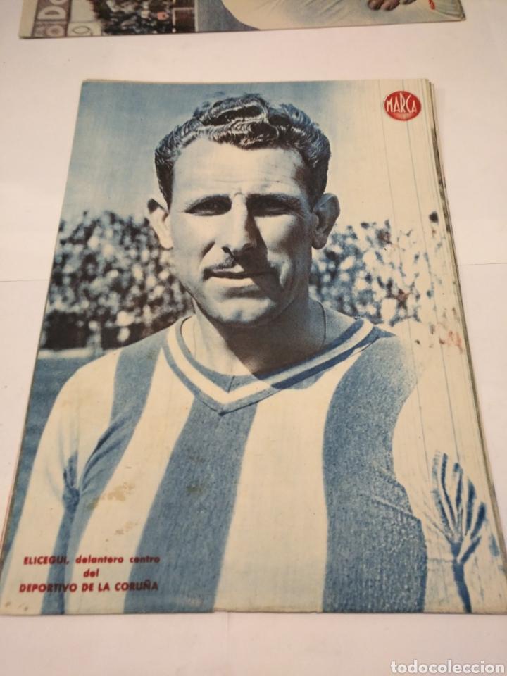 Coleccionismo deportivo: LOTE DE 12 POSTERS DE FUTBOL MARCA TEMPORADA 1942 - 1943. REAL MADRID / VALENCIA / DEPORTIVO - Foto 4 - 109284810