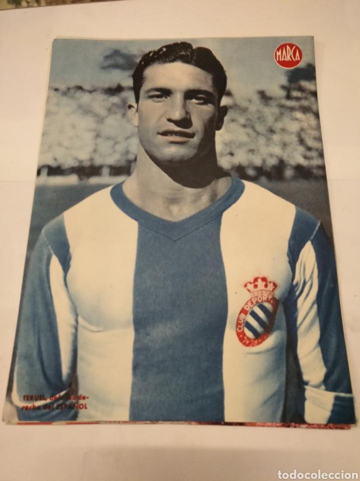 Coleccionismo deportivo: LOTE DE 12 POSTERS DE FUTBOL MARCA TEMPORADA 1942 - 1943. REAL MADRID / VALENCIA / DEPORTIVO - Foto 6 - 109284810