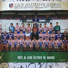 Coleccionismo deportivo: POSTER OFICIAL ATLETICO DE MADRID. TEMPORADA 1988/1989. 88/89. CON LAS FIRMAS DE LOS JUGADORES. Lote 111021443