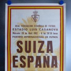 Coleccionismo deportivo: CARTEL DE FUTBOL - SUIZA - ESPAÑA - 28 - ABRIL - 1982 - VALENCIA, LUIS CASANOVA. Lote 199408470