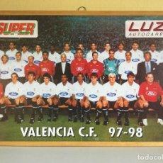 Coleccionismo deportivo: PÓSTER ENMARCADO VALENCIA CF 97/98 SUPER DEPORTE Y LUZ AUTOCARES. Lote 115399011