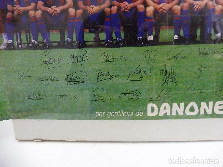 Coleccionismo deportivo: Póster grande Danone F.C.Barcelona temporada 91-92 firmas impresas 63x43,5 cm - Foto 2 - 142694264