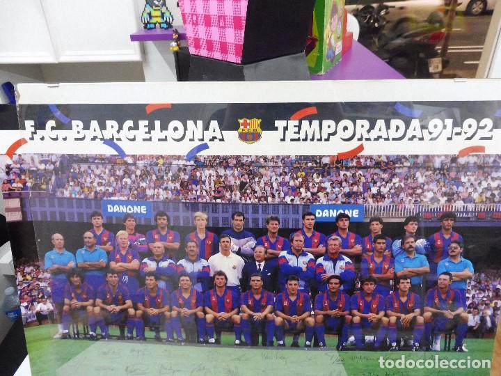 Coleccionismo deportivo: Póster grande Danone F.C.Barcelona temporada 91-92 firmas impresas 63x43,5 cm - Foto 4 - 142694264
