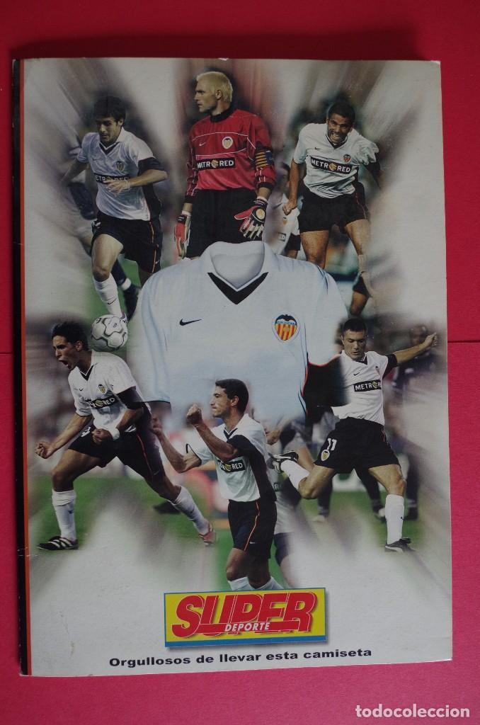 CARPETA DE SUPER DEPORTE CON 24 FOTOS CON FICHA TECNICA DE LOS JUGADORES DEL VALENCIA CF 2001 (Coleccionismo Deportivo - Carteles de Fútbol)