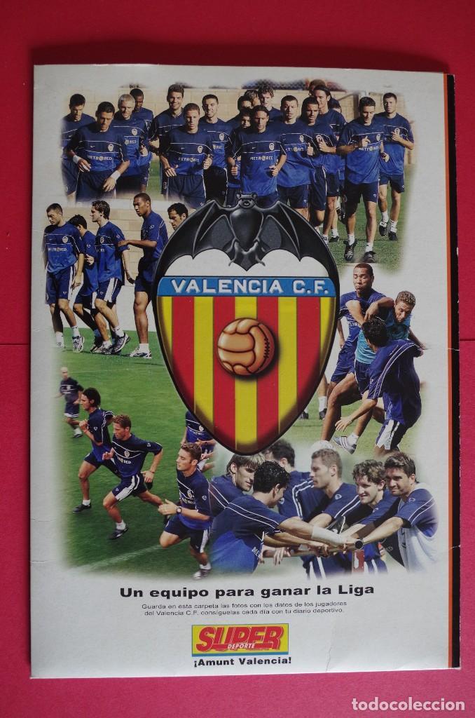 Coleccionismo deportivo: CARPETA DE SUPER DEPORTE CON 24 FOTOS CON FICHA TECNICA DE LOS JUGADORES DEL VALENCIA CF 2001 - Foto 2 - 118538139