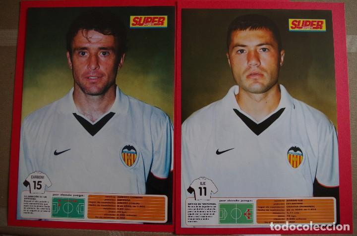 Coleccionismo deportivo: CARPETA DE SUPER DEPORTE CON 24 FOTOS CON FICHA TECNICA DE LOS JUGADORES DEL VALENCIA CF 2001 - Foto 3 - 118538139
