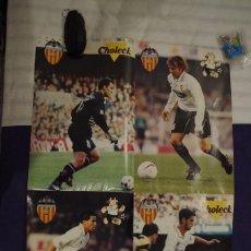 Coleccionismo deportivo: POSTER 4 JUGADORES DEL VALENCIA MENDIETA - CACERES - BARTUAL Y GERARD POR DETRAS SUS CARICATURAS. Lote 119453459