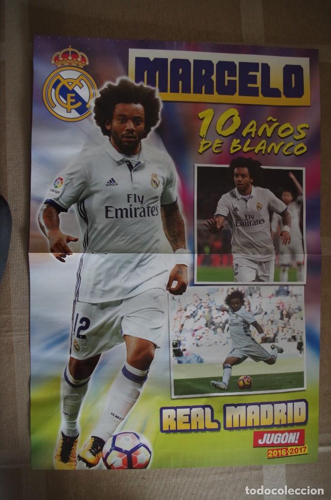 POSTER MARCELO R. MADRID 10 AÑOS DE BLANCO - DETRAS INIESTA BARCELONA (45X30 CM) (Coleccionismo Deportivo - Carteles de Fútbol)