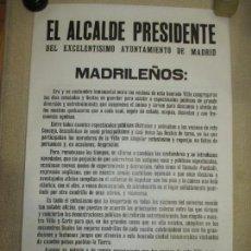 Coleccionismo deportivo: BANDO DEL ALCALDE DE MADRID ENRIQUE TIERNO GALVÁN, AUTÉNTICO, SOBRE EL MUNDIAL DE FÚTBOL 1982, DOBLE. Lote 121443199