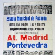 Coleccionismo deportivo: CARTEL ORIGINAL. ATLETICO DE MADRID – PONTEVEDRA. 1ª DIVISIÓN. PASARÓN. AÑOS 60. Lote 125305263