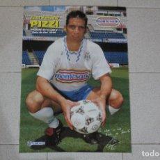 Coleccionismo deportivo: PÓSTER JUAN ANTONIO PIZZI CD TENERIFE. TEMPORADA 1995/96. REVISTA TENERIFE HOY. GRAN TAMAÑO 64×45 CM. Lote 126271799
