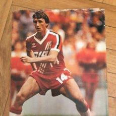Coleccionismo deportivo: CARTEL POSTER CON INFORMACION DEL JUGADOR JOHAN CRUYFF HOLANDA BARCELONA. Lote 130216911