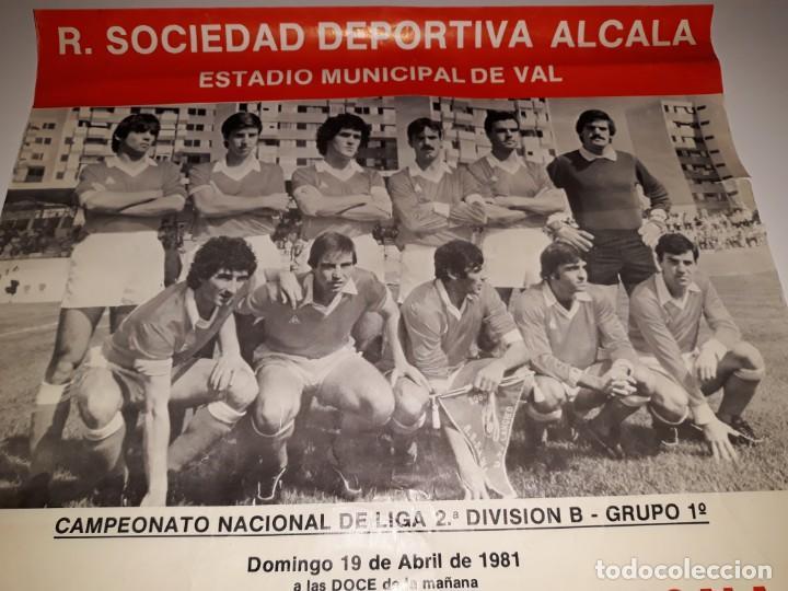 Coleccionismo deportivo: ANTIGUO CARTEL DE FUTBOL 2ª DIVISION B GRUPO 1 RSD ALCALA US CELTA DE VIGO AÑO 1981 ESTADIO VAL - Foto 3 - 130816844