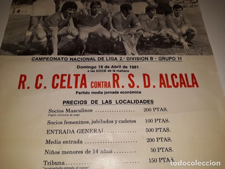 Coleccionismo deportivo: ANTIGUO CARTEL DE FUTBOL 2ª DIVISION B GRUPO 1 RSD ALCALA US CELTA DE VIGO AÑO 1981 ESTADIO VAL - Foto 4 - 130816844