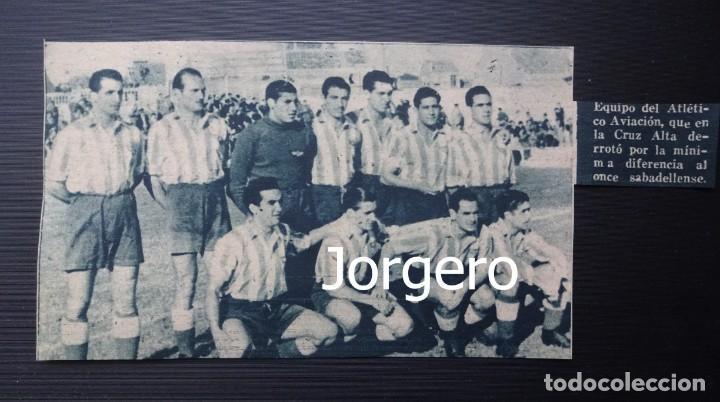 AT. AVIACIÓN. ALINEACIÓN PARTIDO DE LIGA LIGA 1944-1945 EN LA CREU ALTA CONTRA EL SABADELL. RECORTE (Coleccionismo Deportivo - Carteles de Fútbol)