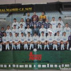 Collezionismo sportivo: POSTER OFICIAL FÚTBOL VINTAGE ANTIGUO - REAL MADRID CF TEMPORADA 94/95 - FIRMADO RAUL PRIMER AÑO. Lote 133770314