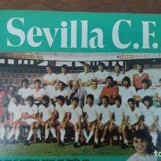 Coleccionismo deportivo: POSTER SEVILLA C.F AÑO 1982 MEDIDAS 42'50 X 60 CM DESNUDO PINTINHO LOPEZ MONTERO BUYO PACO SAN JOSE. Lote 137234466