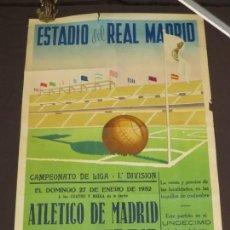 Coleccionismo deportivo: POSTER REAL MADRID CLUB DE FUTBOL ATLETICO DE MADRID 1952 ESPAÑA CARTEL DEPORTIVO SANTIAGO BERNABEU. Lote 143016934