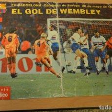 Coleccionismo deportivo: EL PERIODICO.CARPETA CON EL GOL DE WEMBLEY 1992 FC BARCELONA RONALD KOEMAN. Lote 143316874