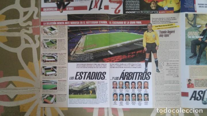 Coleccionismo deportivo: POSTER EUROCOPA 2000 ESTRELLAS DE LA SELECCION RAUL GONZALEZ ALFONSO PEREZ JOSEBA ETXEBARRIA - Foto 4 - 143872246