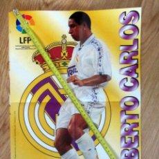 Coleccionismo deportivo: POSTER GOLOSINAS VIDAL ROBERTO CARLOS REAL MADRID TEMPORADA 1996-97 CHICLES. Lote 143932222