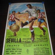 Coleccionismo deportivo: POSTER CARTEL FUTBOL MUNDIAL ESPAÑA 1982. ESTADIO SANCHEZ PIZJUAN, SEVILLA. FRANCIA - ALEMANIA. Lote 145105894