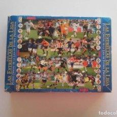 Coleccionismo deportivo: PUZZLE LAS ESTRELLAS DE LA LIGA 98/99 COMPLETO 2200 PIEZAS CON CAJA 84 X 75 CM. Lote 147926074