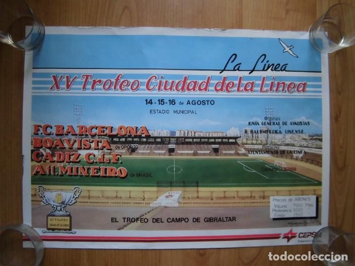 PRECIOSO CARTEL XV TROFEO CIUDAD DE LA LÍNEA BARCELONA CÁDIZ AT. MINEIRO BOAVISTA (Coleccionismo Deportivo - Carteles de Fútbol)