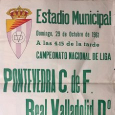 Coleccionismo deportivo: ESTADIO MUNICIPAL VALLADOLID. 1961. R.C.D. PONTEVEDRA C. DE F.-REAL VALLADOLID Dº. 62X43.5 CM. Lote 155584726