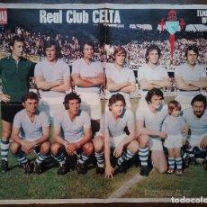 Coleccionismo deportivo: REAL CLUB CELTA DE VIGO FÚTBOL POSTER EQUIPO TEMP. 1974 - 75 REVISTA ACTUALIDAD. Lote 157383702