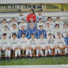 Coleccionismo deportivo: CARTEL, POSTER REAL MADRID TEMPORADA 1987 1988 - 87/88 - CON LAS FIRMAS IMPRESAS DE LOS JUGADORES, M. Lote 159953350